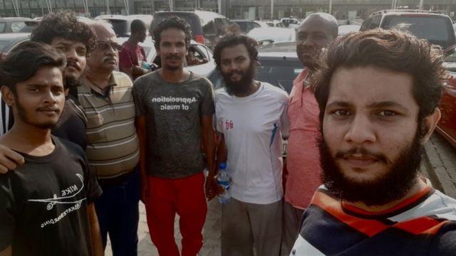 获释的印度船员在尼日利亚准备搭飞机回印度