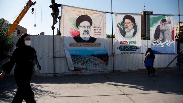Tahran sokaklarında İbrahim Reisi afişleri asılı