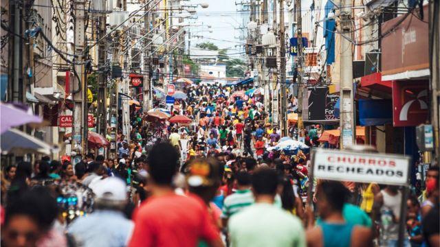 Rua de cidade brasileira