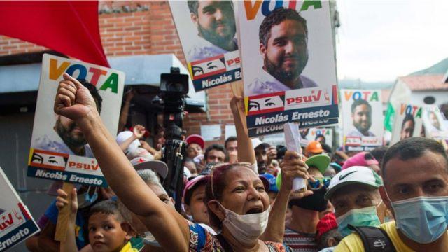 Maduro'nun oğlu Nicolas Ernesto da seçimde yarışan milletvekili adayları arasında.