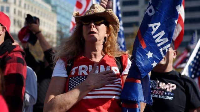 Los partidarios de Trump respadan sus denuncias no comprobadas de fraude electoral.