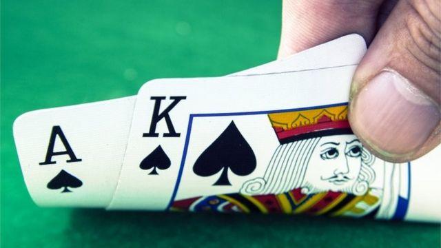 Cartas en una mesa de juego