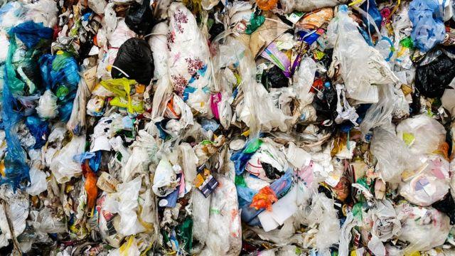 Resíduos de plástico preparados para a reutilização