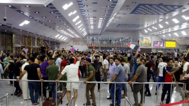 محتجون اقتحموا مطار النجف