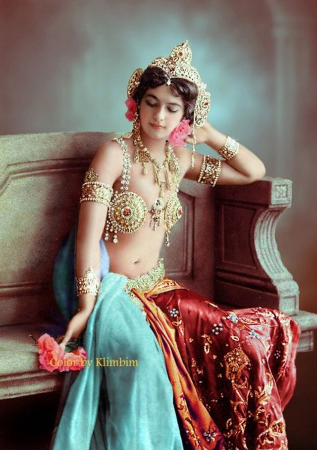 "Mata Hari:一戰期間歐洲的交際花,舞蹈家,""美女間諜""瑪塔•哈里"