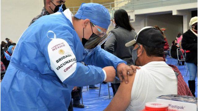 """Coronavirus: la advertencia de México ante la ONU por el """"acaparamiento"""" de vacunas por parte de los países ricos - BBC News Mundo"""
