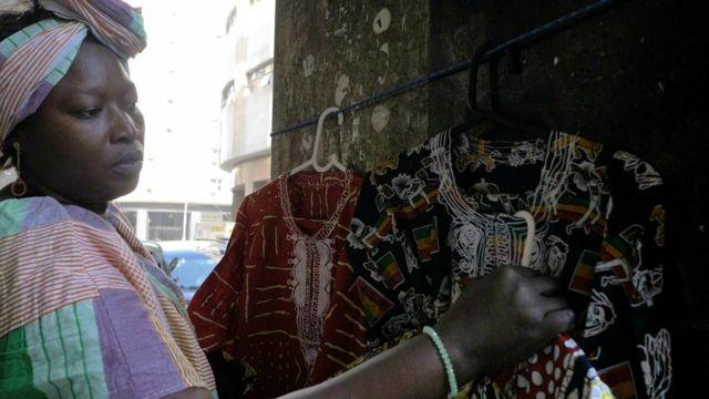 Amina Ngom mostra seus produtos