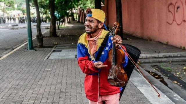 Violinista em protesto