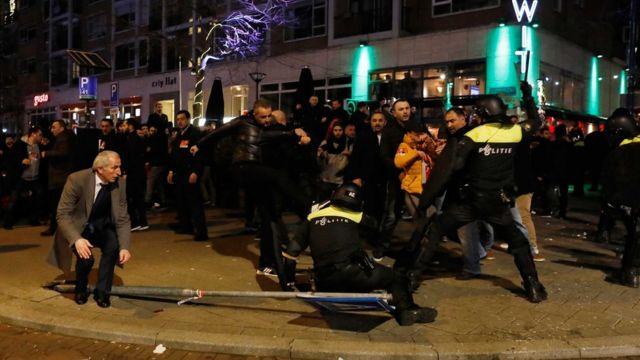 Aile Bakanı Fatma Betül Sayan Kaya'nın Hollanda'ya girişinin engellenmesi sonrasında Hollanda'da protestolar düzenlenmişti