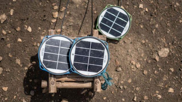 Solarne panele je donirala je humanitarna organizacija izvan kampa