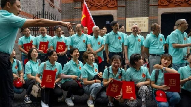 A group of tourists took a group photo in front of the site of the First Congress of the Communist Party of China in Shanghai