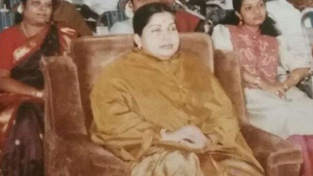 किसी पारिवारिक आयोजन के मौके पर जयललिता के साथ दीपा.