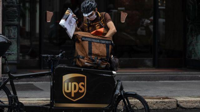 Repartidor de UPS en Milán, Italia.