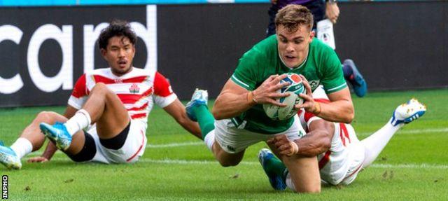Garry Ringrose scores Ireland's first try
