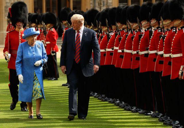 دونالد ترامپ در سفر کاری خود به بریتانیا در تابستان سال گذشته با ملکه الیزابت دیدار کرده بود