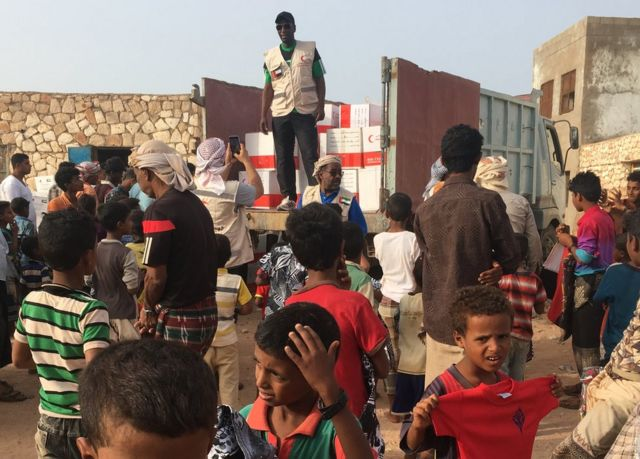 Emirates Red Crescent workers handing out aid in Socotra, Yemen, 2018