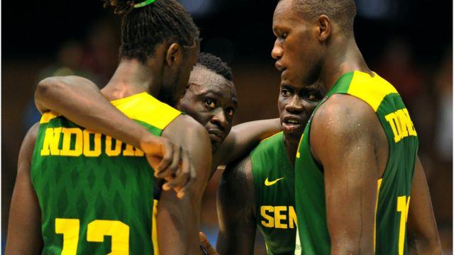 Senegal's centre Gorgui Dieng (R) dey talk with him teammates