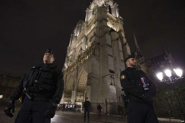 パリ中心部のノートルダム大聖堂(19日)