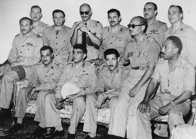 أعضاء مجلس قيادة الثورة في صورة تذكارية عام 1953