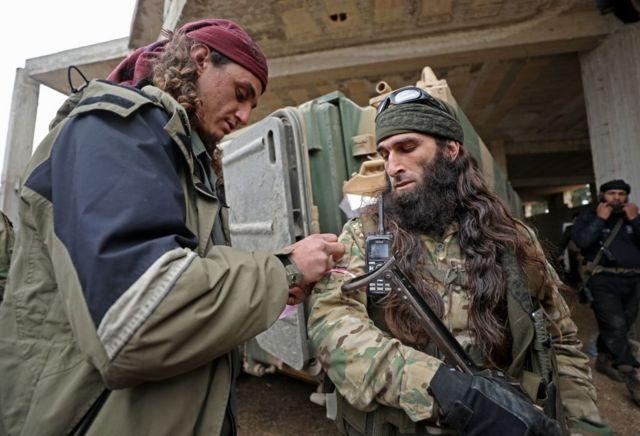 مقاتلون سوريون في ادلب