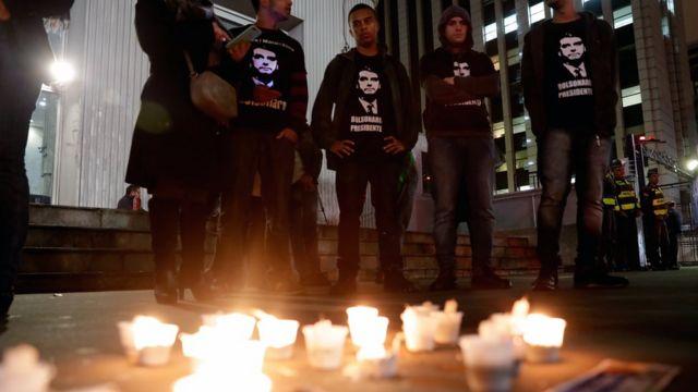 Apoiadores de Bolsonaro fazem vigília em São Paulo