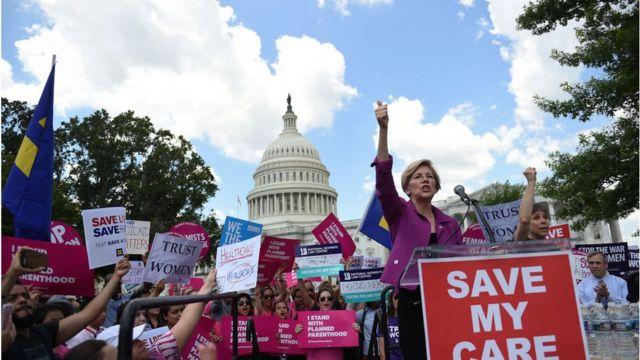 السيناتورة الديمقراطية، إليزابيث وارن