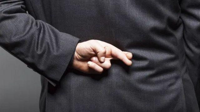 ผู้ชายมั่นใจในทักษะการโกหกเอาตัวรอดของตนเองมากกว่าผู้หญิง - BBC News ไทย