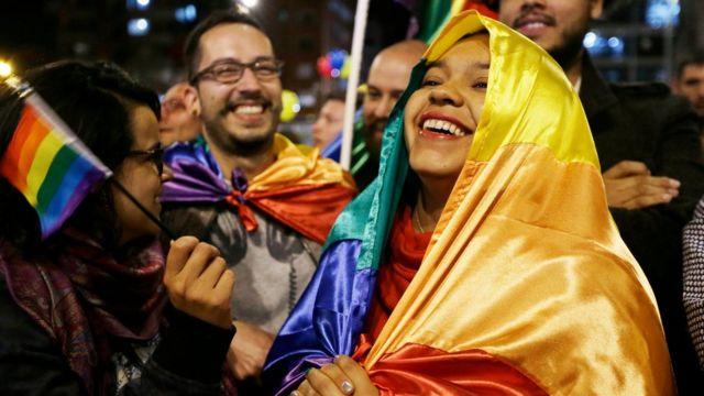 Colombianos festejan acuerdo de paz