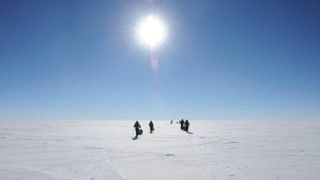 El agujero de ozono se encuentra en la Antártida.
