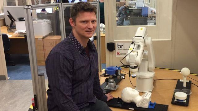 Professeur Nathan Lepora, Université de Bristol