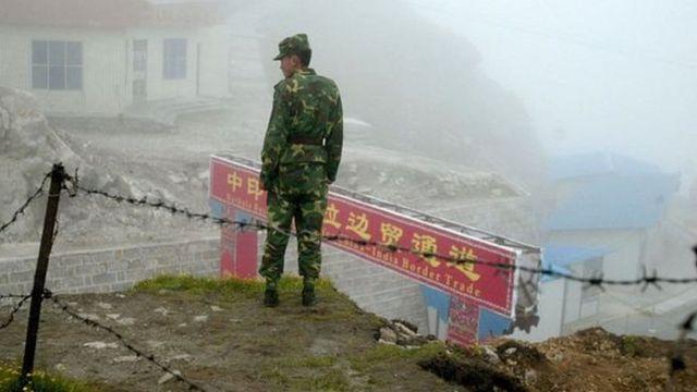 सीमा पर तैनात सैनिक