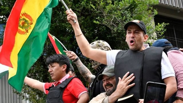 Luis Fernando Camacho durante protestos na Bolívia