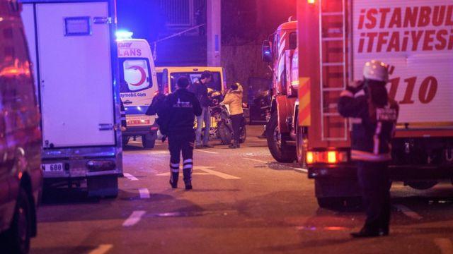 سيارات الاسعاف في موقع الحادث