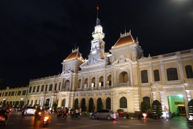Người Sài Gòn nhớ da diết những ngày thành phố sáng đèn tươi vui
