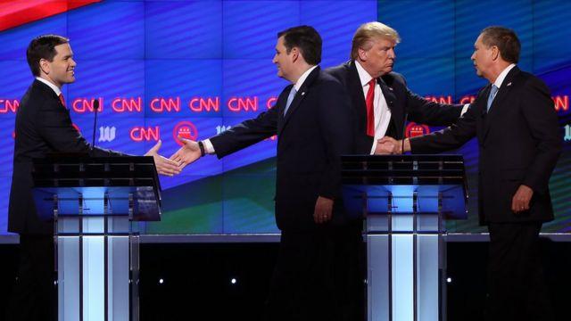 握手する4候補