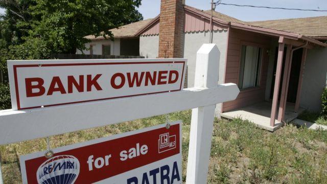Casa con aviso de banco