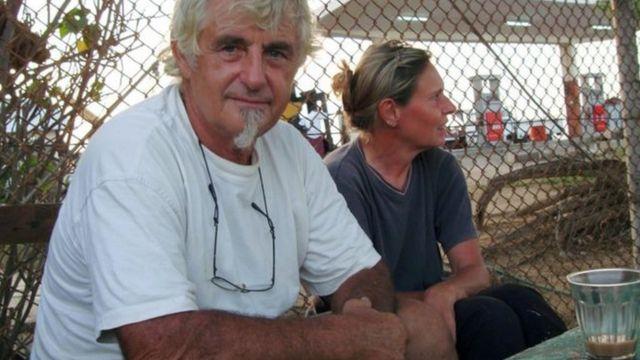 وكان كانتنر (70 عاما) وميرتز اختطفا سابقا. واحتجزا لمدة 52 يوما عام 2008 على يد قراصنة صوماليين