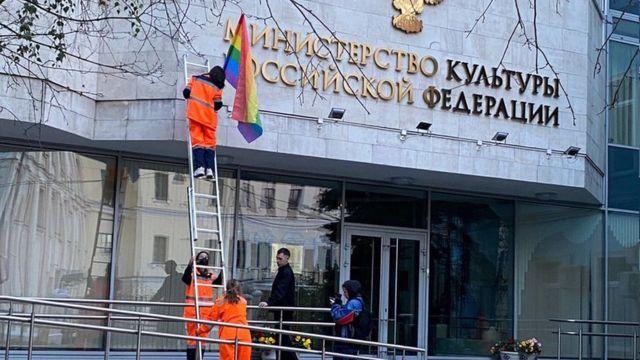 Флаги на здании министерства культуры
