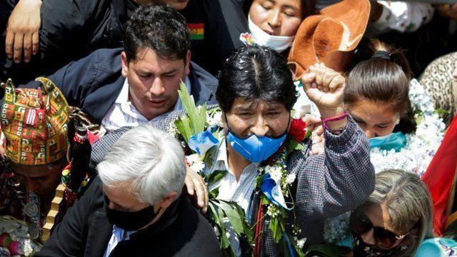 Evo Morales regresa a Bolivia un año después con un multitudinario recibimiento