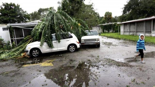 फ्लोरिडा में तूफ़ान मैथ्यू का असर
