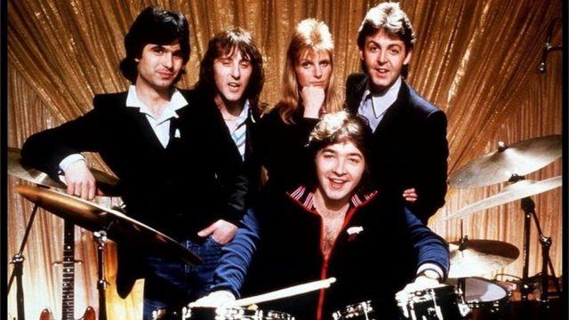Linda e Paul McCartney com a banda Wings
