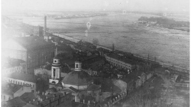 Вид на Почтовую площадь с верхней станции фуникулера, конец XIX в.