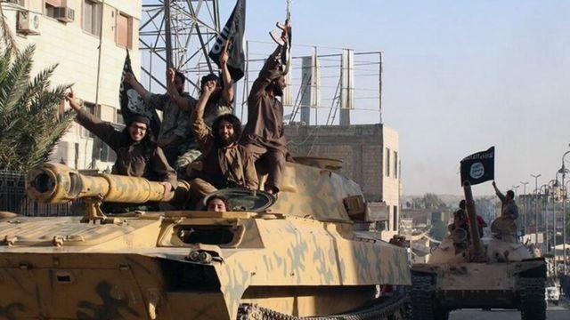 ISの戦闘員ら(シリアのラッカで)