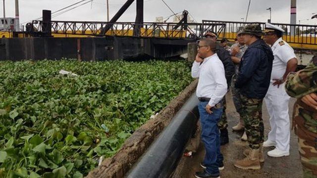 Puente flotante sobre el río Ozama, República Dominicana.