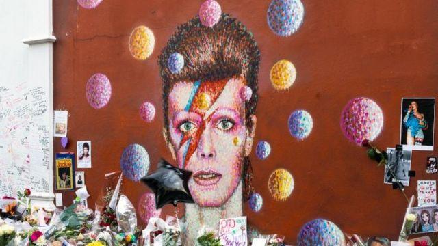 Un mural de David Bowie.