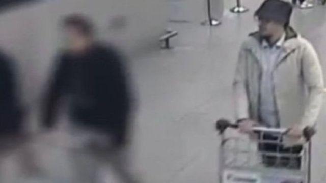 """Мохамеда Абріні знають як """"людину в капелюсі"""" після вибухів у Брюсселі"""