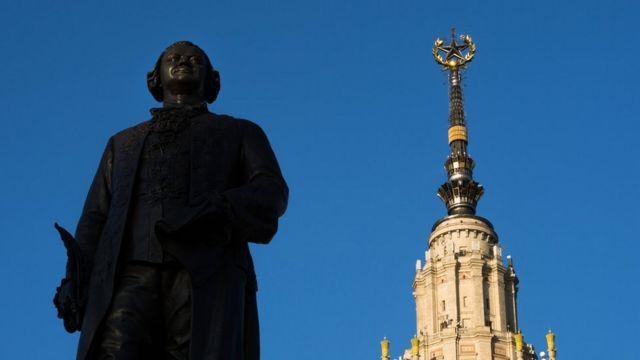 ГЗ МГУ и памятник Ломоносову