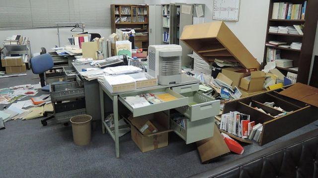地震後のオフィスの様子