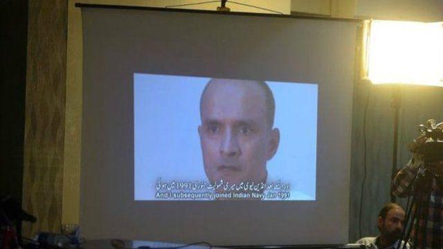 Umuhindi yagirizwa guperereza muri Pakistan bariko baramwerekana ku mboneshakure