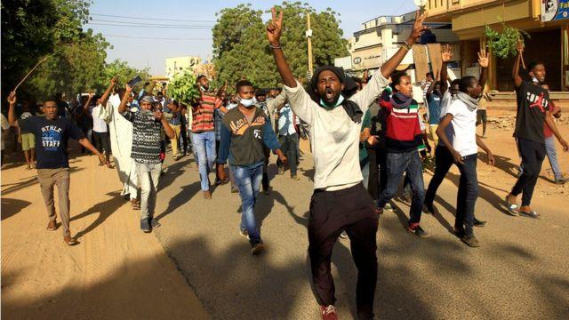 Başkent Hartum'daki eylemciler